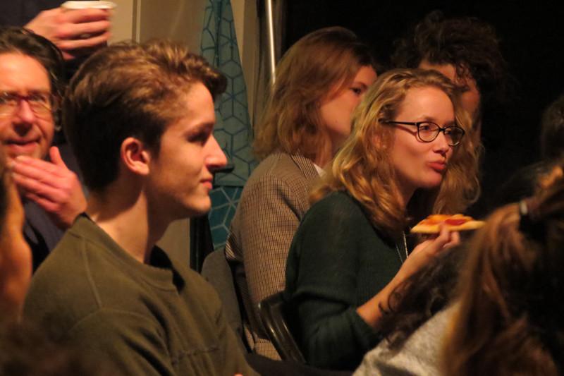 Het publiek met pizza
